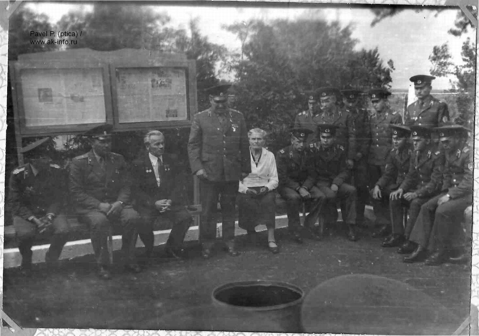 М.Т.Калашников на вручении автомата АК74 пограничникам