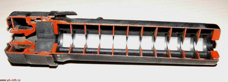...(принцип устройства) Беззвучность выстрела обеспечивается конструкцией самого прибора, являющегося глушителем звука...